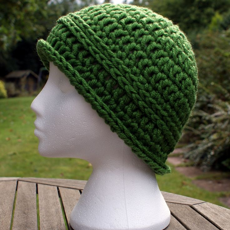 Crochet hat. Crochet beanie cloche-style hat. Women's chunky winter hat. Green hat. Woolly hat. Chunky crochet hat. Gift for women/girls by LambsWoolWares on Etsy