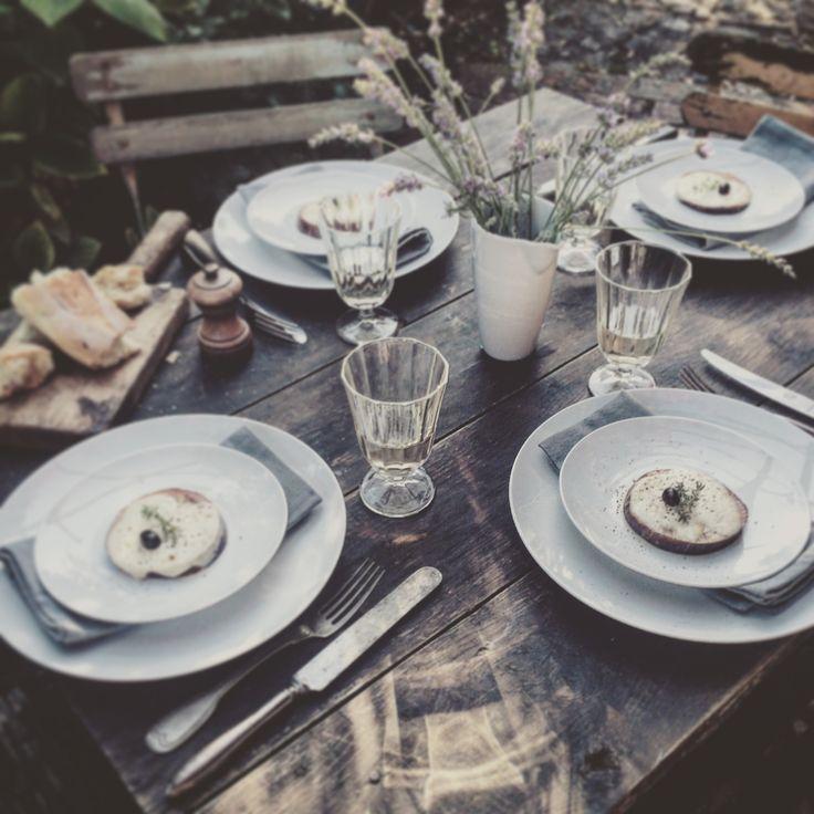 Uanset hvor du bor, er det dejligt at samle familie og venner til en god frokost. I snart 200 år har Pillivuyt dækket bordene i Frankrig og resten af verden.