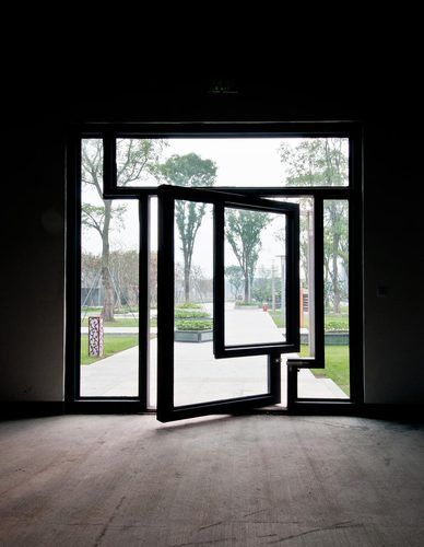 puerta vidrio pivoteante