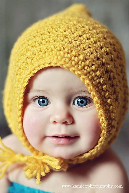 Crochet this adorable Little Maiden Bonnet by Danyel Pink with Lion Brand Vanna's Choice! Free crochet pattern on Ravelry.