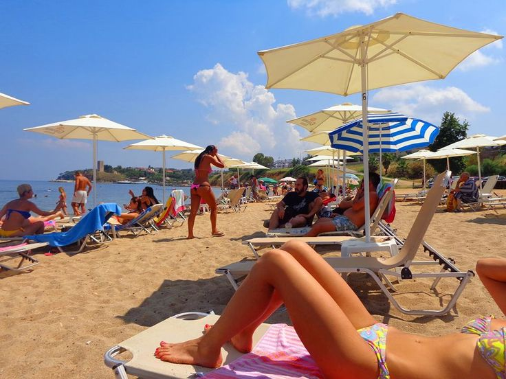 Пляж в Неа Фокев песчаный