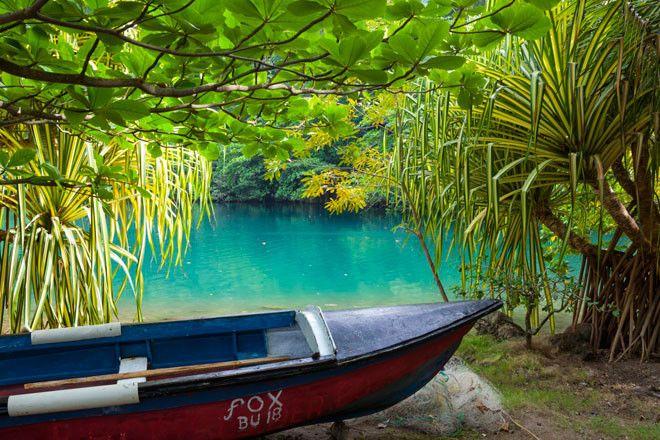 La Laguna Azul jamaicana se encuentra en la Parroquia de Portland y es uno de los lugares más visitados.