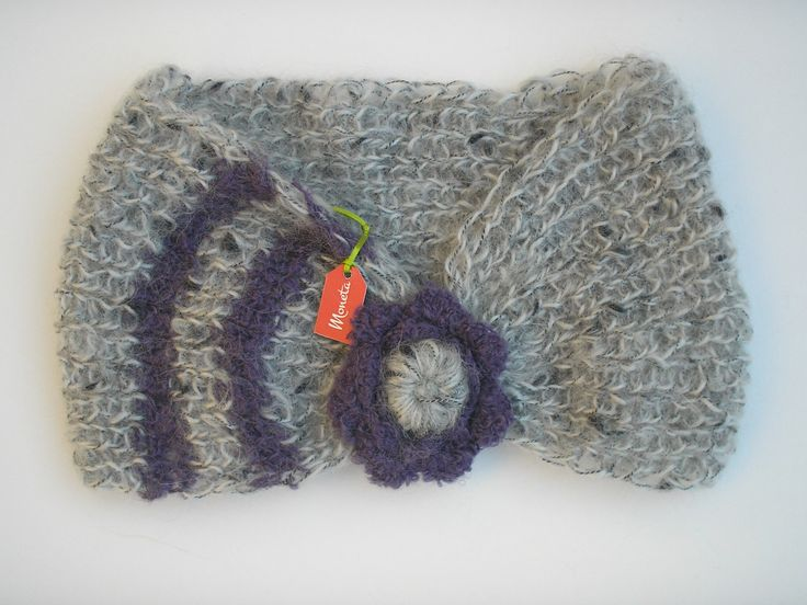 Cuello de lana tejido a palillos (2 agujas) y flor tejida a crochet