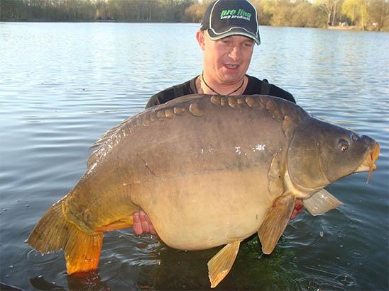 Spiegelkarper van 42 pond gevangen op het Val Doré meer http://www.hengelsportdeal.com/visfotos/spiegelkarper-van-42-pond-gevangen-op-het-val-dore-meer/