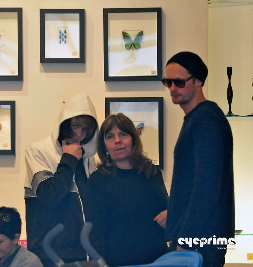 Alexander Skarsgard shopping with his mother, My Skarsgard, and brother, Valter, in West Hollywood (February 23rd)  (Source:  EyePrime Celebs)