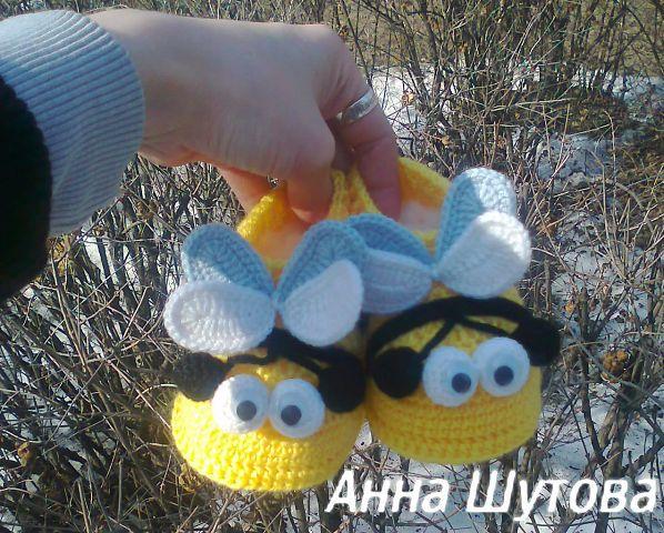 Интересные вязаные тапочки и шапочки!