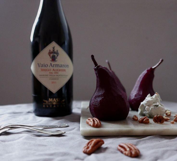 Vininkokta päron med gorgonzola serverat med Vaio Armaron från Masi. Läs mer på Foodfolder.se