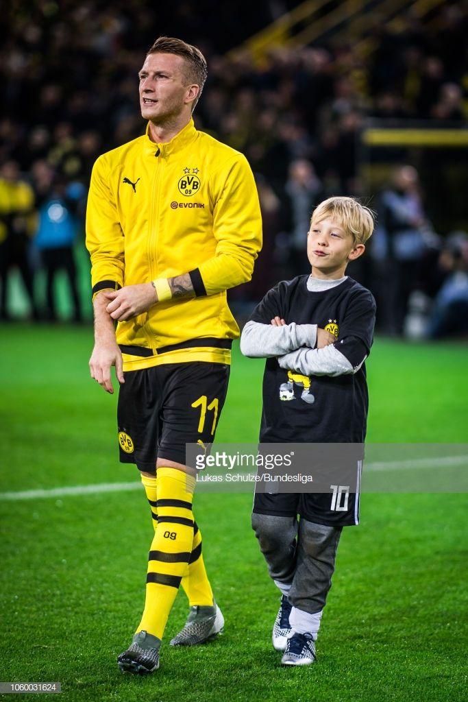 News Photo Marco Reus Of Dortmund Walks On To The Pitch Dortmund Marco Reus Kid Poses