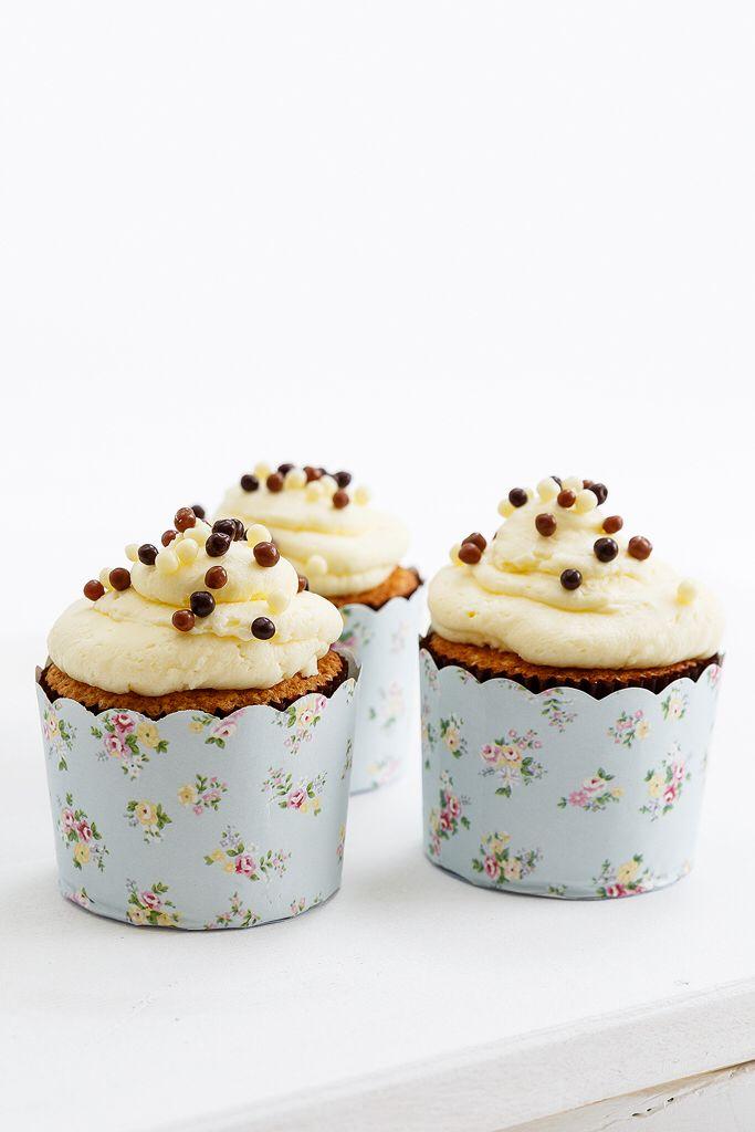 Lemon buttercream cupcakes Anna-Maria Barouh http://www.instyle.gr/recipe/cupcakes-vanilias-krema-lemoni/