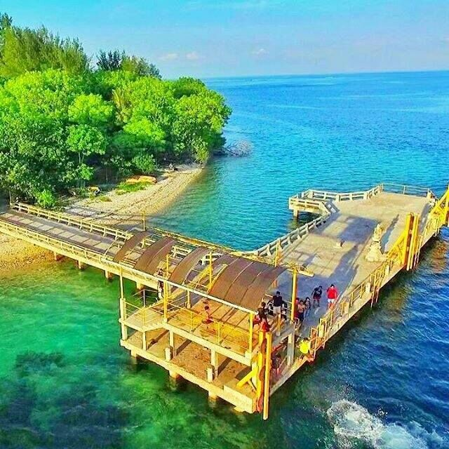 Gili Rengit, Lombok Barat  https://www.facebook.com/lombok.friendly/photos/a.10153406382900983.1073741826.343324185982/10153408047975983/?type=3&theater