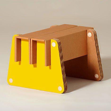 Eco and You & Frank. Pouf in cartone utilizzabile come poggiapiedi, tavolino da salotto o seduta. Pouf in cartone resistente ed ecosostenibile.