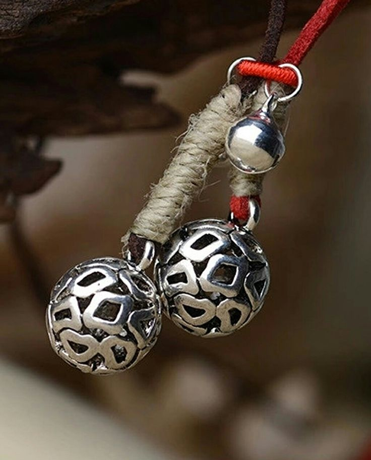 Cica Jewels-Miao Kolye Şans ve güzellik getirsin tüm dünyaya! #cicajewels #sonsuzakıvrılançiçekler #etniktakı #gümüş #silver #miao #kolye #takı #jewelry #vintage #kırmızıderi #leather #şans #güzellik #tabu #ritüel #Meiying #Hemudu #güneş #bitkitopları #yerelkültür