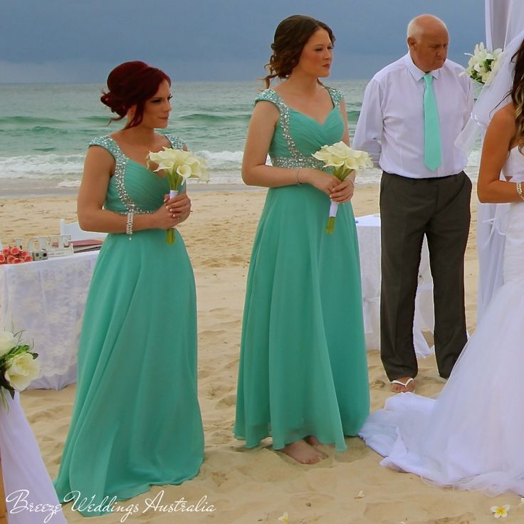 Turquoise bridesmaids dresses look gorgeous on the background of the turquoise ocen before the storm. #breezeweddings #bridesmaids #dress #turquoise #bridesmaid #dresses #ideas #ocean #before #the #storm #beach #ceremony #wedding #lovemyjob #weddingaustralia #barefootwedding #идеи #для #свадьбы #свадебная #церемония #австралия #босиком #платья #цвета #морской #волны #подружки #невесты