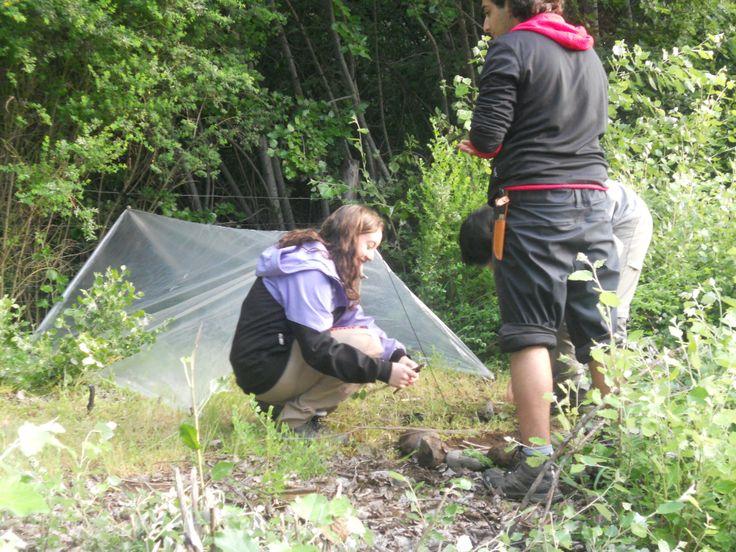 Losa  alumnos aplican las técnicas de supervivencia en terreno