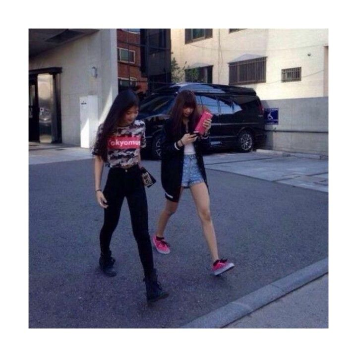 Jennie Kim and Lalisa Manoban spotted outside YG Building. Pink Punk.