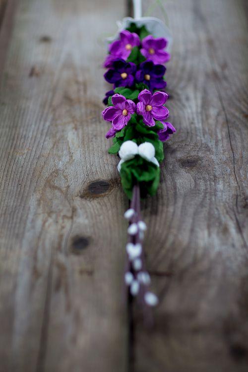 Palma wielkanocna z bibuły - fioletowe kaczeńce