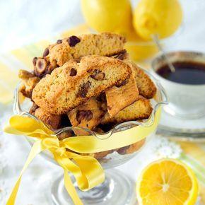 Baka härligt spröda citronskorpor som får extra god smak av rostade hasselnötter