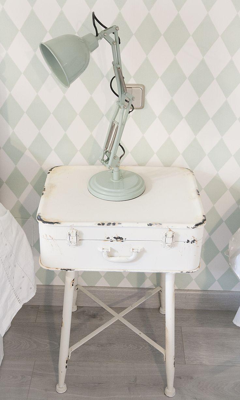 habitación niños, mesilla-maleta, flexo