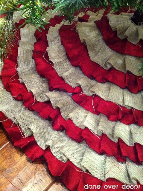 Ruffle no sew tree skirt- love the burlap and red!: No Sewing, Christmas Time, Ruffles Trees, Glue Guns, Tree Skirts, Christmas Trees Skirts, Burlap Trees Skirts, Holidays Decor, Christmas Decor