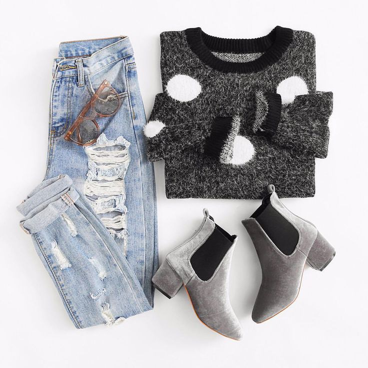 love the jeans, shoes, & lil' mittens of this outfit. perfect for a winter walk in the city!