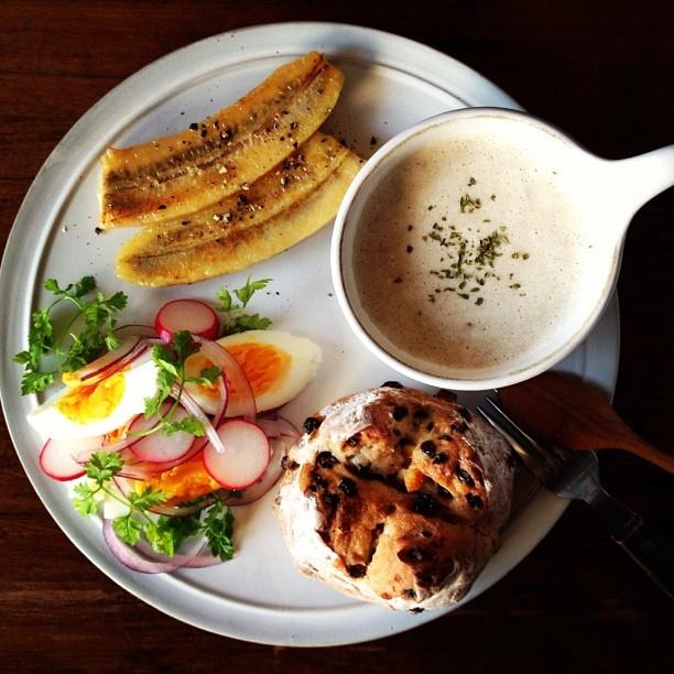 Today's breakfast. Mushroom Soup マッシュルームのスープと、誕生日プレゼントと一緒に姉から送られてきたパン - @keiyamazaki- #webstagram