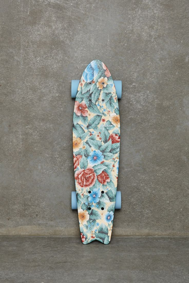 Globe - Bantam ST - Skateboard 23 pouces motif fleuri effet ancien chez Urban Outfitters