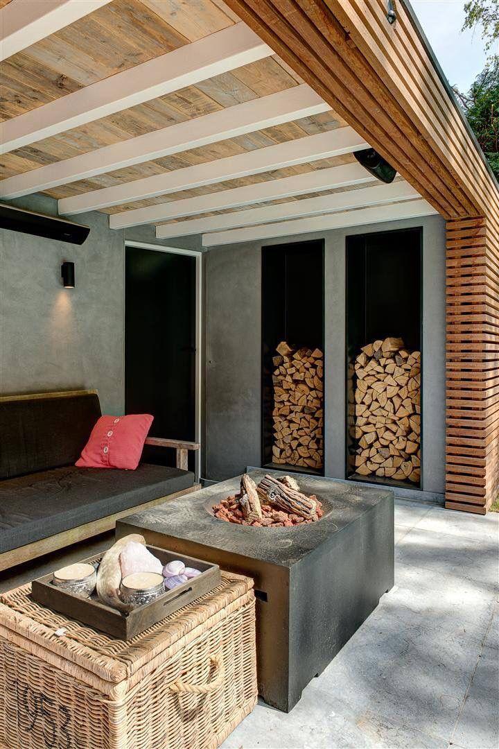Overkapping van hout en beton met mooie details en een vuurtafel van Happy Cocooning. Idee: het dak!