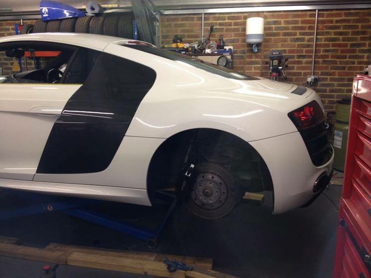 www.waxyclean.co.uk - Detailed an Audi R8 V10.  great protection , sealant and great shine !