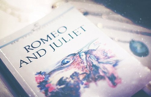 romeo and juliet - shakespeare: Worth Reading, Book Worms, Romeo And Juliet, Book Worth, Cute Ideas, Inspiration Pictures, Williams Shakespeare, Favorite Book, Favorite Shakespearean
