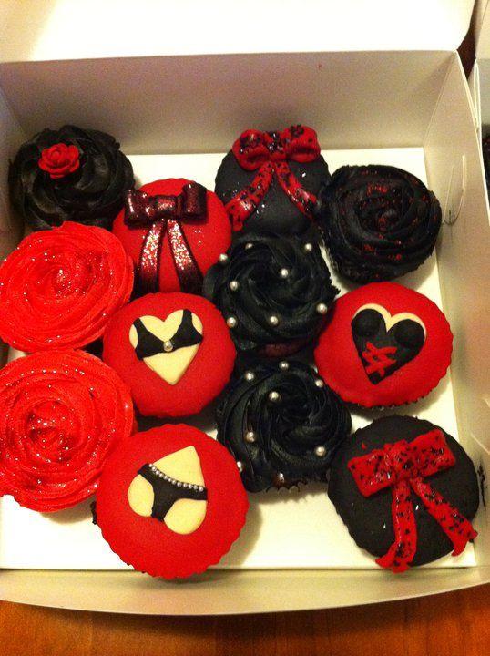 burlesque party decorations/cupcakes