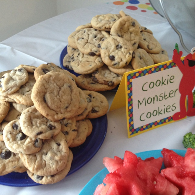Sesame Street Party Food: Cookie Monster Cookies - of course!