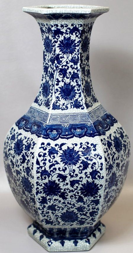 "BLUE AND WHITE PORCELAIN VASE 18th Century. H: 21"""