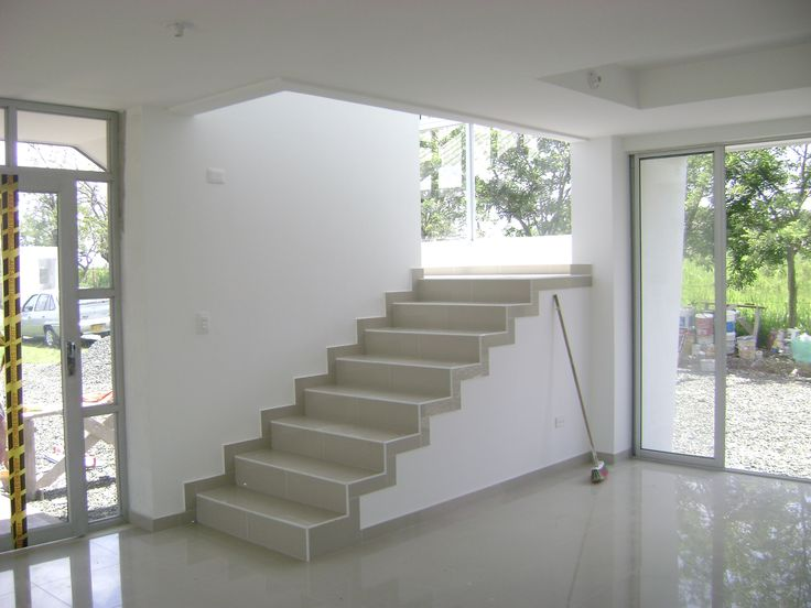 Casa daniel interior comedor escaleras 2 piso mis - Escaleras interiores casas ...