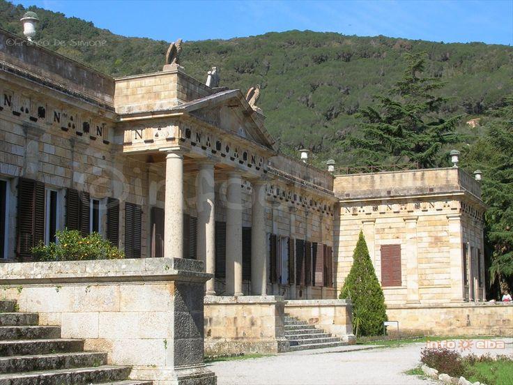 Presso la Villa Napoleonica di San Martino da giugno a settembre in mostra la tenda da campo di #Napoleone http://www.infoelba.it/isola-d-elba/bicentenario-napoleone-2014-2015/tenda-napoleone/