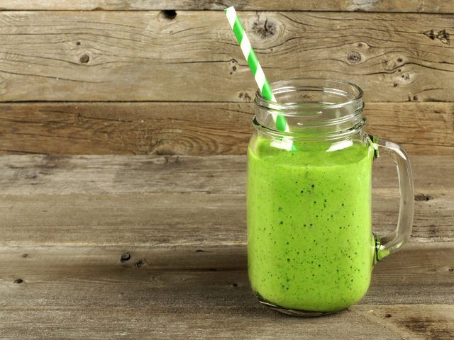 Combine lemons with leafy greens for this super cleansing – and ultra-delicious – smoothie.