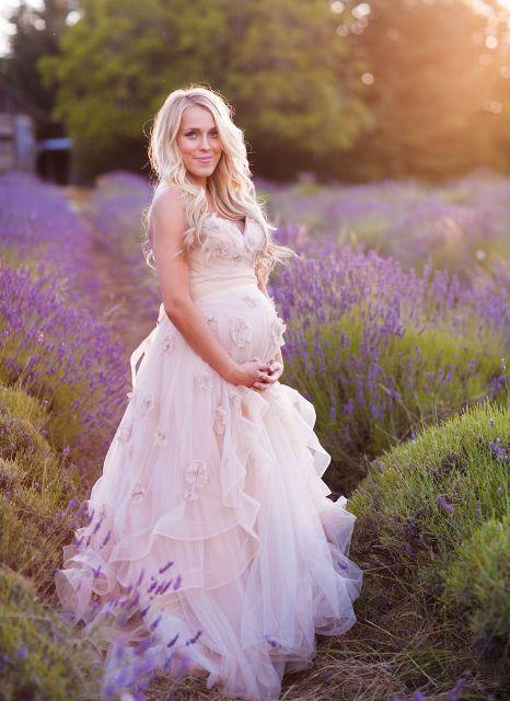 20 Elegant Wedding Dresses For Pregnant Brides