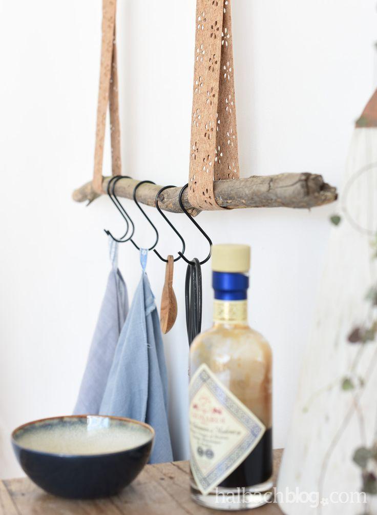 Halbachblog I DIY Idee: Korkstoff Aufhängung nähen I Ast I Lochmuster I Blumen I natural look I Kork I cork fabric I DIY Interior I Küche I Bad I G…