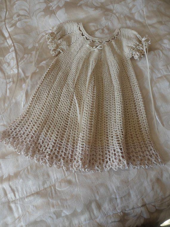 Crochet vestido del bebé por KnittingKnotNagging en Etsy