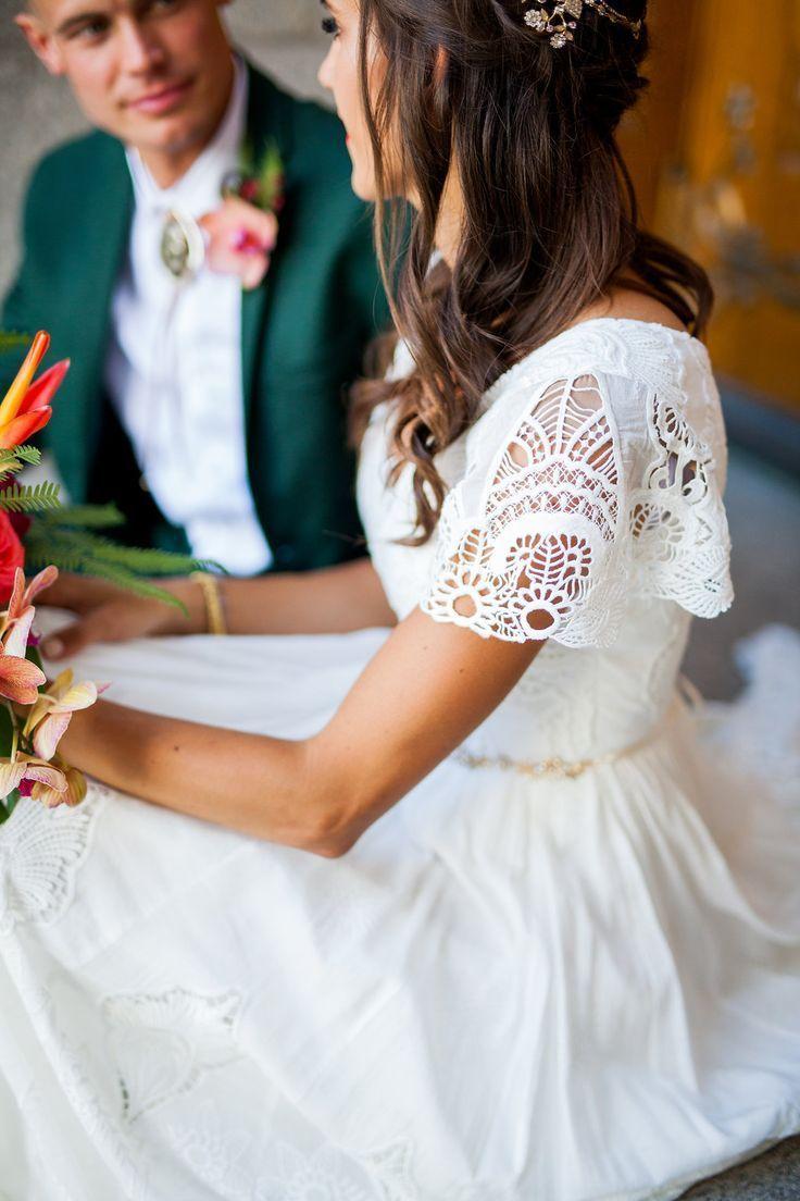 einfaches brautkleid mit flatterärmeln aus alta moda. – (bescheidenes Hochzeits…