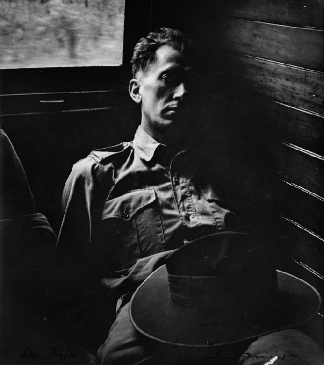 Max Dupain -   The dozing soldier  1943