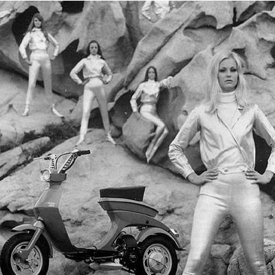 Space Age Vespa: It Wasps, Fashion 1960S, Vespas Futurista, Futuristic Vespas, Scooters, Spaces Age, Culto Vespas, Retro Future, De Vespas