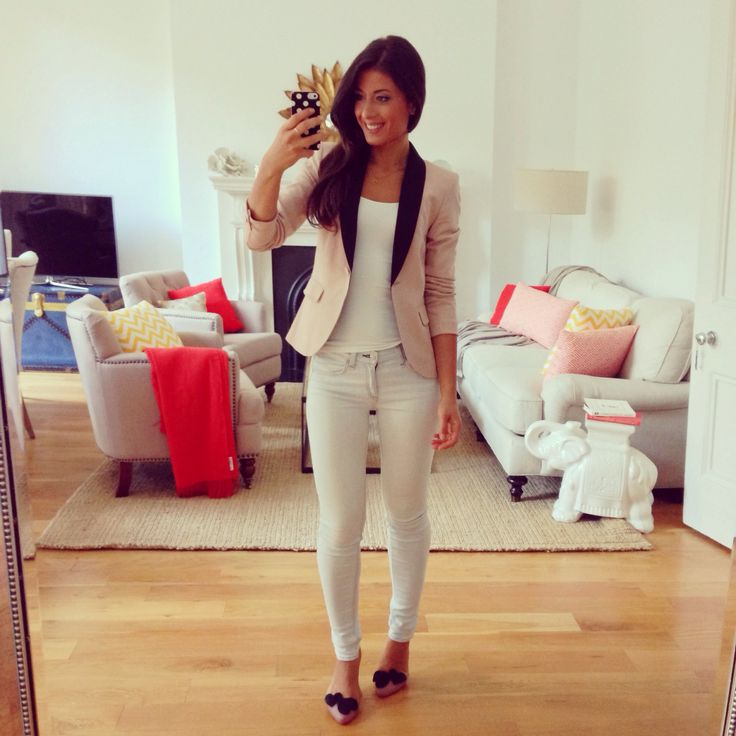 Mimi Ikonn | Fall outfit, light denim, Mel shoes