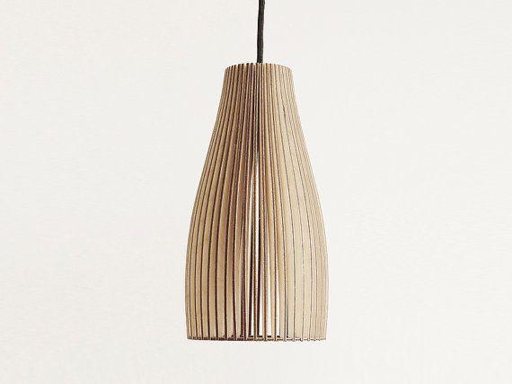 Hier ist ENA ein SteckDesign von IUMI. ENA ist als Lampe für den Esstisch konzipiert. Sie gibt klares und gemütliches Licht und ist eine zeitlose