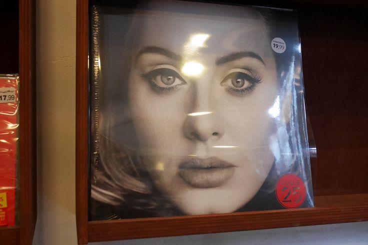 Adele, Jimmy Fallon Enjoy 'Box Of Lies' On 'The Tonight Show' - http://www.morningnewsusa.com/adele-jimmy-fallon-enjoy-box-of-lies-on-the-tonight-show-2345498.html
