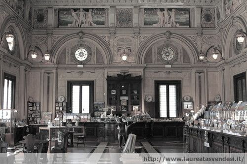 La meravigliosa libreria in stile liberty delll stabilimento termale Tettuccio a Montecatini Terme, in Toscana
