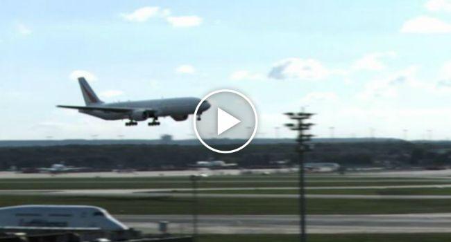 A Mais Espetacular Aterragem De Um Boing 777 No Aeroporto De Frankfurt