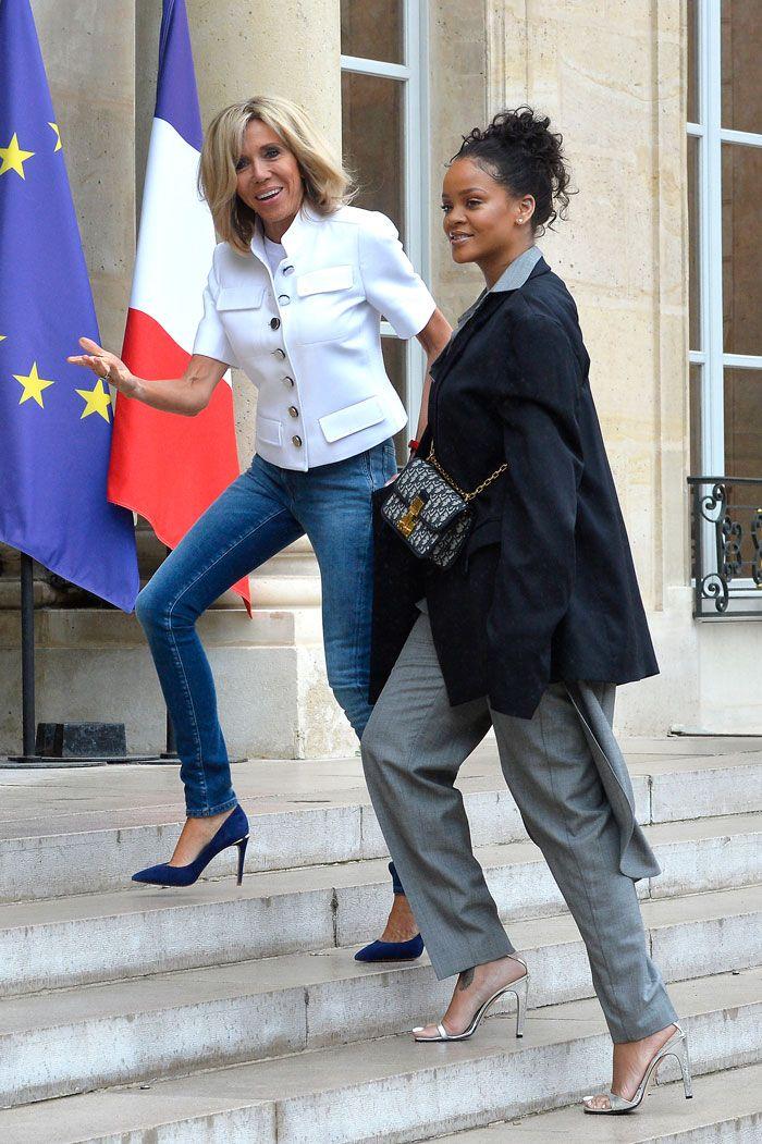 Brigitte Macron y Rihanna, un duelo de estilo en el que no creerás quién fue la más recatada