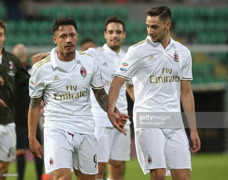 Gianluca Lapadula (L) and Mattia De Sciglio of Milan during the Serie A match between US Citta di Palermo and AC Milan at Stadio Renzo Barbera on November 6, 2016 in Palermo, Italy.