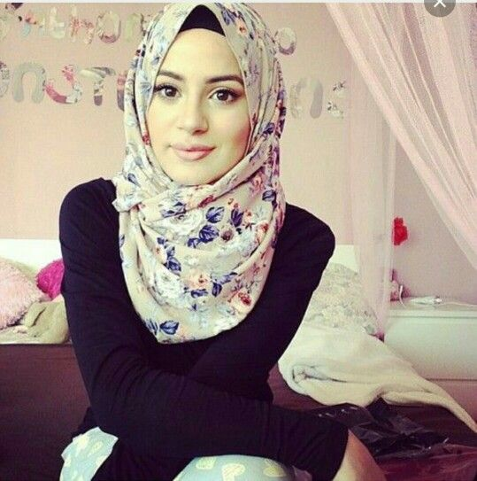 Simple floral everyday hijab