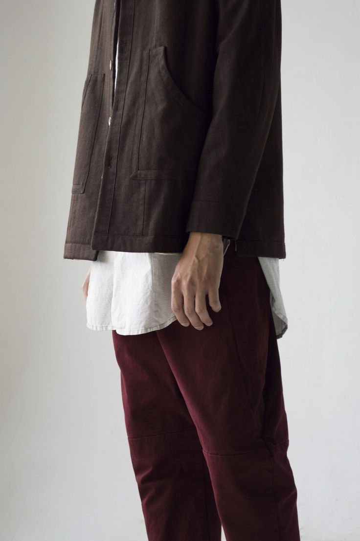 Nomad Goba – JACKET RUPICAPRA BROWN – Jacket made of soft double-sided fabric, with raglan sleeves, in which you can shove any sweater. High tight collar on the fastener.